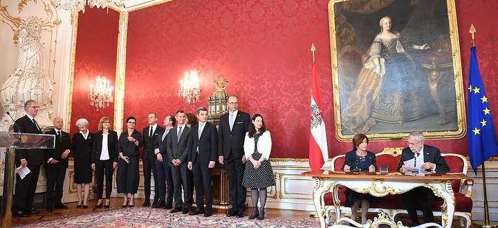 Bundeskanzlerin Brigitte Bierlein und Bundespräsident Alexander Van der Bellen bei der Angelobung am 3. Juni dieses Jahres
