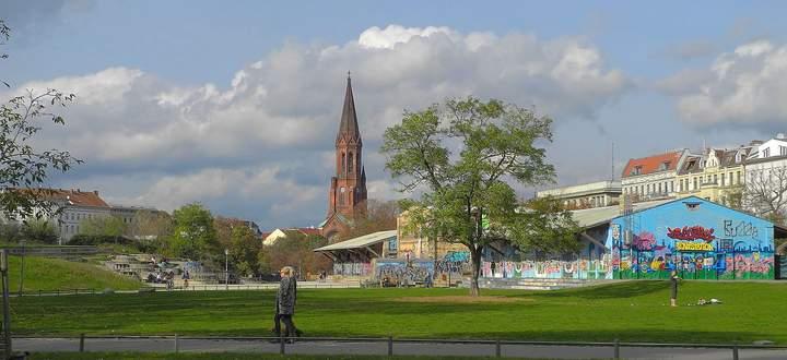 Der Görlitzer Park in Berlin wird tagsüber als Naherholungsgebiet genützt – abends mutiert er zum Drogen-Hotspot.