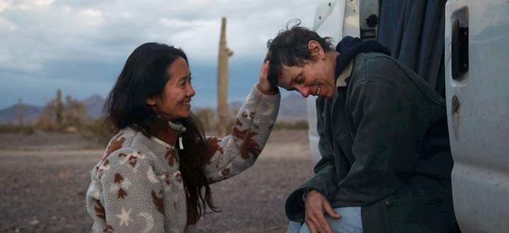 """Nomadland""-Regisseurin Chloe Zhao mit Frances McDormand am Set."
