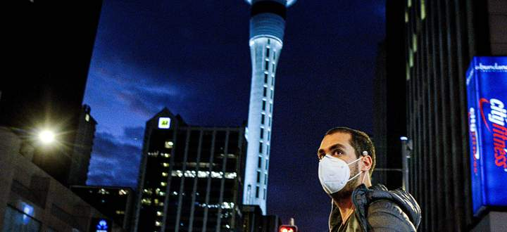 (200812) -- AUCKLAND, Aug. 12, 2020 (Xinhua) -- A man wearing a face mask is seen in downtown Auckland, New Zealand, Au