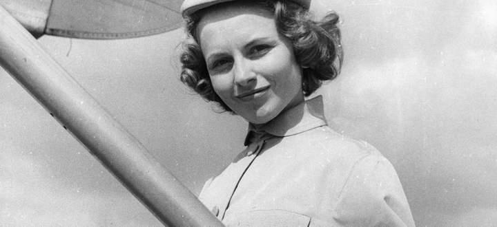 Une h�tesse de l air de la Compagnie Air France � la fin des annees 1950 AUFNAHMEDATUM GESCH�TZT