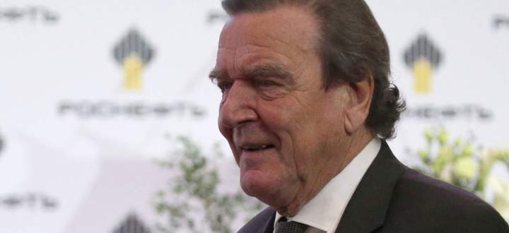 ST PETERSBURG RUSSIA SEPTEMBER 29 2017 Gerhard Schroeder Chairman of the Shareholders Committe