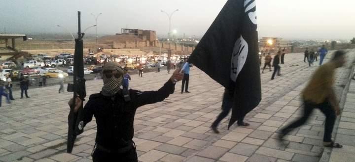 Juni 2014 - ein Kämpfer des Islamischen Staats in der irakischen Stadt Mossul. Ausgangspunkt einer neuen islamistisch-militanten Herrschaft in der Region.