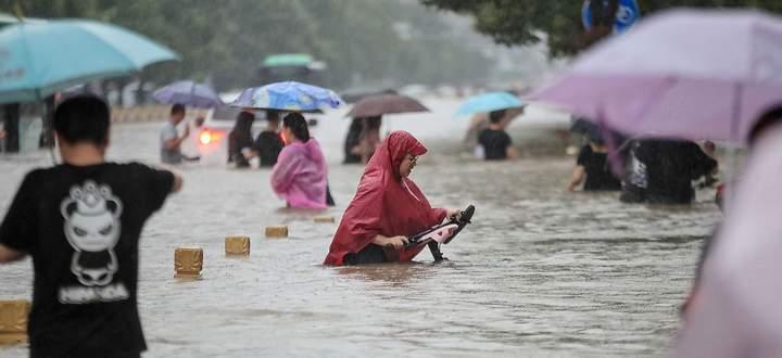 Überschwemmte Millionenmetropole Zhengzhou: So viel Regen auf einmal fiel seit Beginn der Aufzeichnungen nicht.