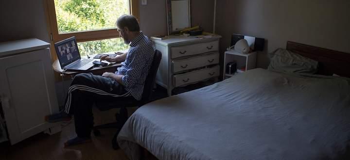 FILES-FRANCE-VIRUS-HEALTH-TELEWORKING-TELETRAVAIL-HOME OFFICE
