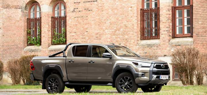 Noch die achte Generation, aber leicht überarbeitet: der neue Toyota Hilux. Diese Version nennt sich übrigens Invincible.
