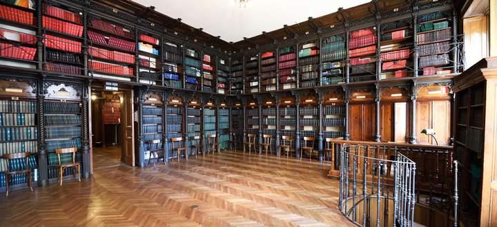 Bibliothek im Gebäude der Gesellschaft der Ärzte.