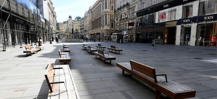 Am ersten Tag, an dem die Ausgangsbeschränkungen gelten, blieb Wien menschenleer, wie es an einem sonnigen Frühlingstag lange nicht war.
