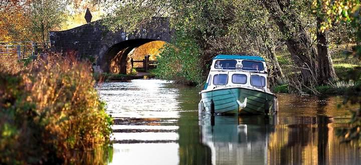 Industrielle Strecke, touristisch genutzt: Mit dem Narrowboat auf dem Monmouthshire-&-Brecon-Kanal.