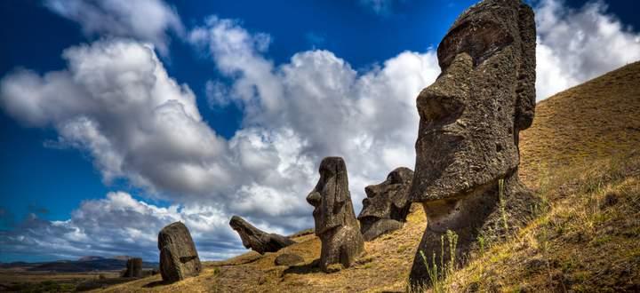 Das – die Steinfiguren – haben sie hinterlassen. Wozu sie sie verfertigten und warum sie es dann nicht mehr konnten, ist unklar.