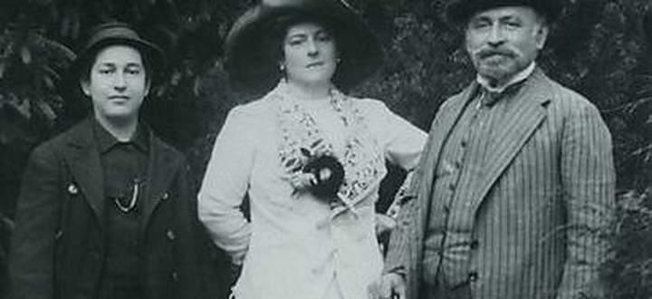 Die Korngolds: Erich Wolfgang mit seinen Eltern, Josefine und Julius, 1911.