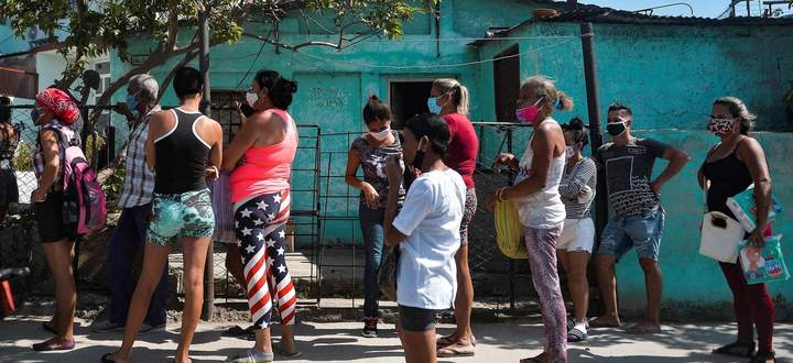 Einkaufen in Havanna während des 8. KP-Kongresses.
