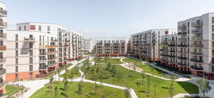 Die große Parkanlage bildet gleichzeitig das Zentrum und die Verbindung zu den einzelnen Wohnanlagen.