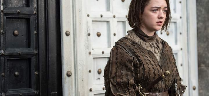 Arya geht durch die schwarze Tür. Ob das etwas zu bedeuten hat?