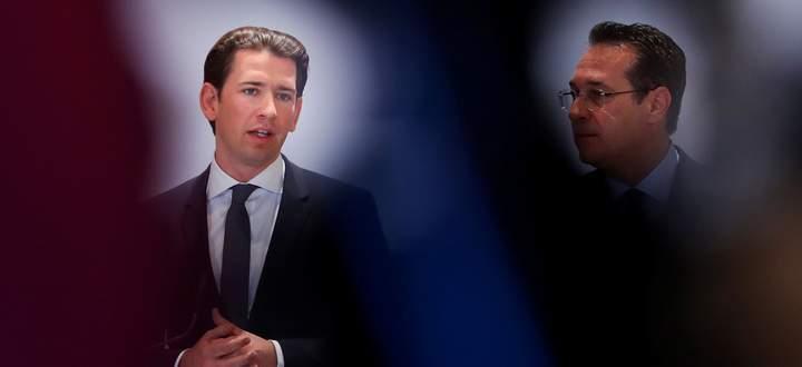 Austria´s Chancellor Kurz and Vice Chancellor Strache address the media in Vienna