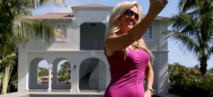 """Sonne, Palmen, Poolparty und der Atlantik: Der Lifestyle im """"Sunshine State"""" Florida zieht die Reichen und Schönen an."""