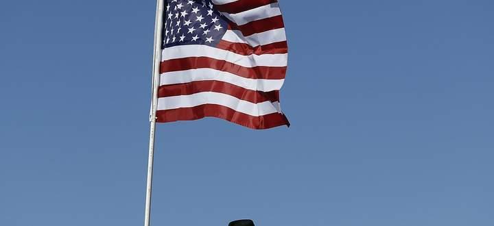 """Ein Anhänger von US-Präsident Donald Trump mit MAGA-Cowboyhut. MAGA steht für """"Make America great again"""", der Slogan Trumps."""