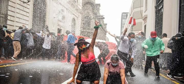 In Peru erzwangen Demonstranten zwei Rücktritte von Präsidenten.