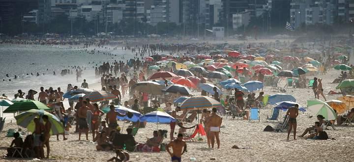 Im März noch war der Ipanema-Strand in Rio überfüllt.