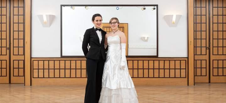 Cathrin Steiner (li.) und Adriana Palmisano eröffnen seit Kurzem auch Bälle.