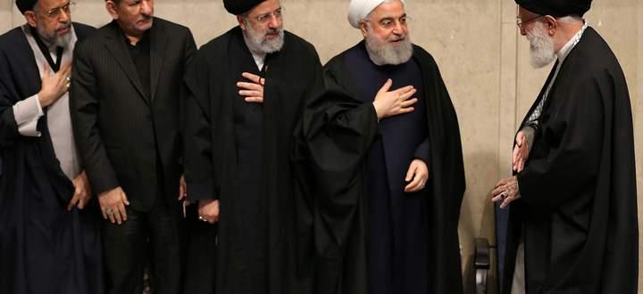 Trauerzeremonie für General Soleimani. Präsident Hassan Rohani und andere hohe Vertreter des Regimes begrüßen Revolutionsführer Ali Khamenei.