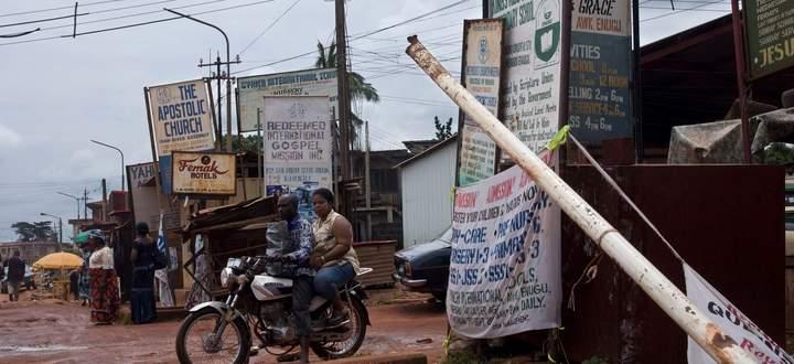 In der Stadt Enugu leben rund 750.000 Menschen. Ganz Nigeria hat fast 200 Millionen Einwohner.