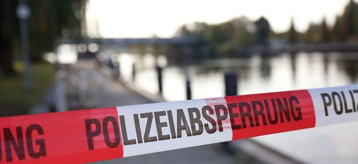 Polizeiabsperrung am Fundort einer Leiche.