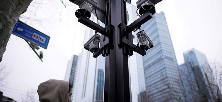 Überwachungskameras in Shanghai erfassen jede Bewegung – und orten so auch das Verlassen der Quarantäne.