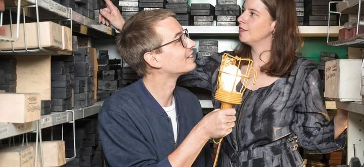 Im Archiv. Erli Grünzweil und Susanna Hofer wagten den fotografischen Weltensprung.