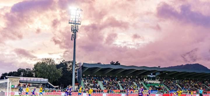 Im Wattener Stadion gingen für Austria die Lichter aus.