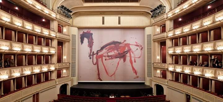 Das von Martha Jungwirth gestaltete trojanische Pferd am Eisernen Vorhang der Wiener Staatsoper.