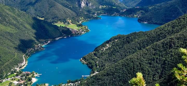 Von Gletschern gemacht, von Steinzeitbewohnern bereits geschätzt:Der Ledrosee ist ein in den Gardaseebergen.