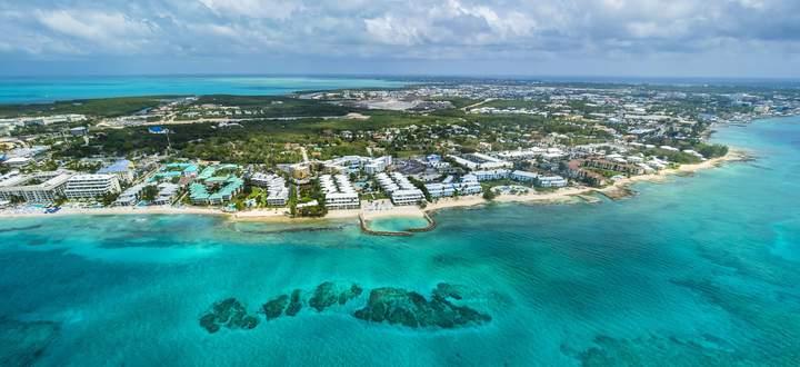 Caribbean Cayman Islands George Town Luxury resorts and Seven Mile Beach PUBLICATIONxINxGERxSUIxA