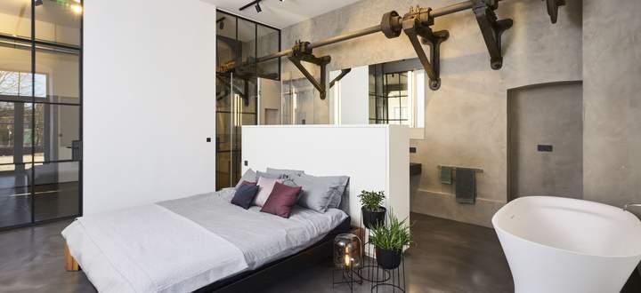 Von rohen Betonböden über Ziegelmauern bis hin zu Metallsäulen als Deckenstützen.