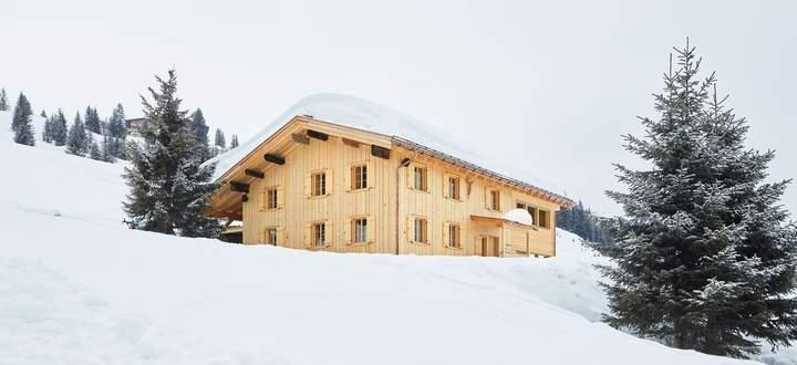 """Erhalten. Das Haus """"Obd'r Lech"""" steht in Oberlech. Die Revitalisierung realisierte das Büro Hein Architekten."""