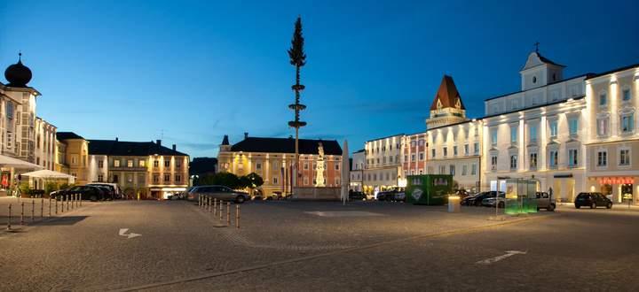 Freistadt, verjüngt: Pointner Pointner Architekten ordneten den Hauptplatz anlässlich des Landesausstellungsjahres 2013 neu und . . .