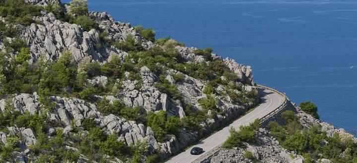 Die Jadranska Magistrala führt immer entlang der östlichen Adria.