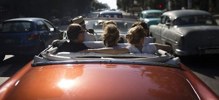 Autofahren soll teurer werden, fordern Politiker und Ökonomen.