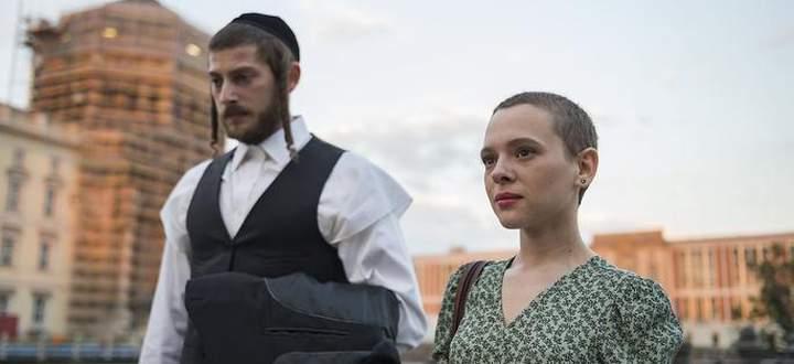 """Die Serie """"Unorthodox"""" erzählt das (zumindest halb wahre) Märchen von einer jungen Frau, die aus einer radikalen chassidischen Community floh und ihr Glück fand."""