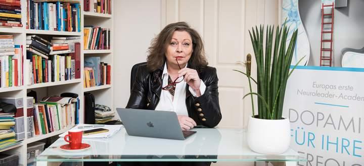 Die Beraterin Sonja Lauterbach vernetzt Ein-Personen-Unternehmen im Internet.