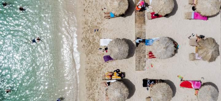 Mit überlaufenen Badestränden müssen Urlaubsgäste in Griechenland heuer nicht rechnen. Zum Leidwesen der Hotellerie.