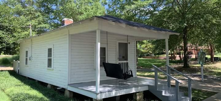"""In einem einfachen """"Shotgun""""-House in Tupelo kam Elvis Presley zur Welt."""