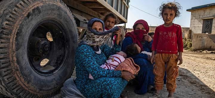 Der dritte Tag der Offensive: Zivilisten fliehen vor den Bombardements der türkischen Armee aus der syrischen Provinz al-Hasakah.