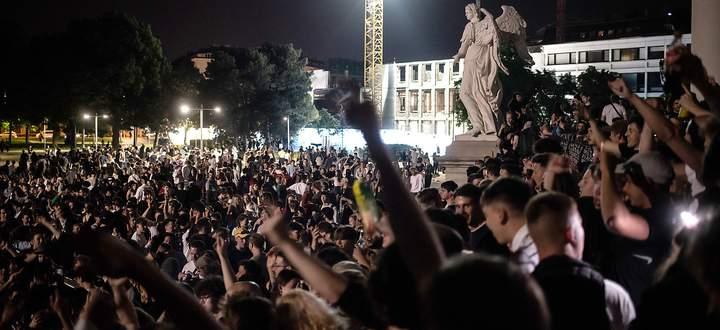 Ausgelassen wurde am ersten Juni-Wochenende am Karlsplatz gefeiert. Bis die Polizei kam.