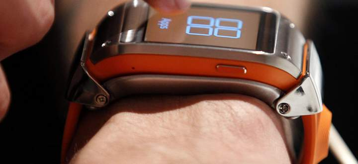 A journalist looks at a Samsung Galaxy Gear smartwatch after its launch at the IFA consumer electronics fair in Berlin
