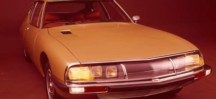 Scheinwerfer, die hydraulisch mitlenken: Der Citroën SM verblüffte 1970 Publikum und Fachpresse.