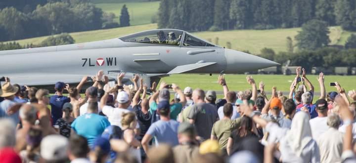 Auch Eurofighter sollen bei der achten Ausgabe der Airpower in die Luft steigen. Klimaaktivisten kritisieren die Umweltbelastung durch die Flugshow.