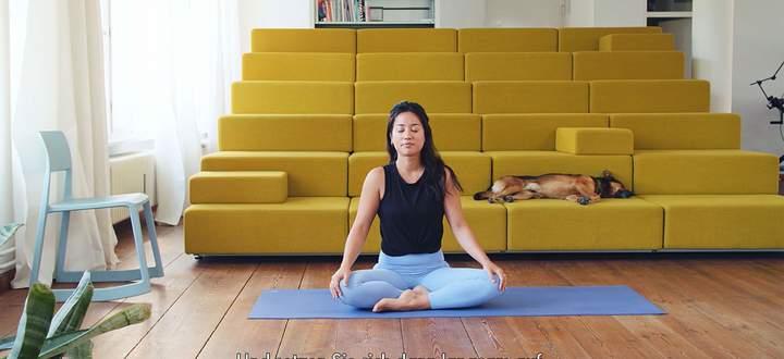Gelenkiges Office. Yoga-Lehrerin Steph Cusack leitete an zum beweglichen Arbeiten.