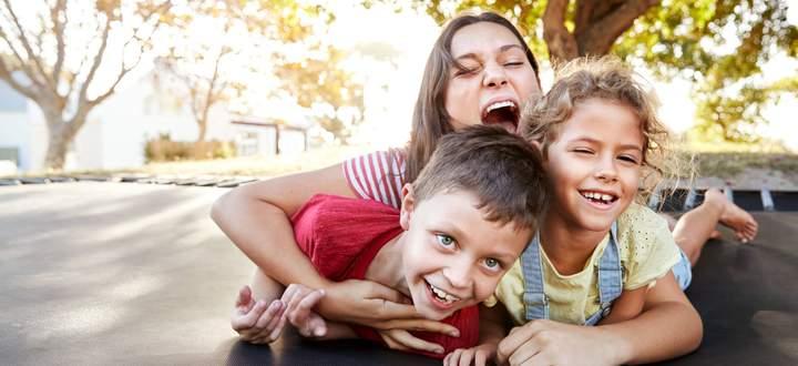 Unter Geschwistern geht es schon einmal wilder zu – und aus einem Spiel entwickelt sich ein echter Streit.