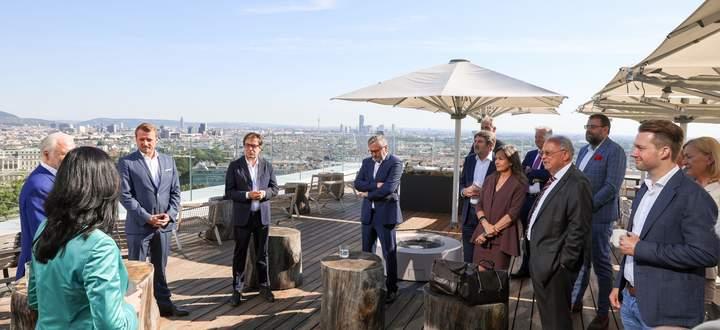 Topmanager sprachen beim CEO Business Breakfast über die aktuelle Lage und mögliche Auswege aus der Krise.